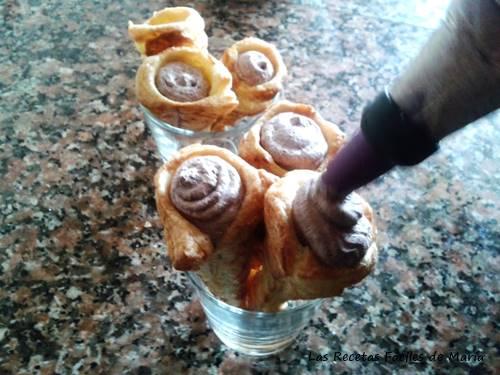 Canutillos o Conos de Hojaldre rellenando con trufa de chocolate