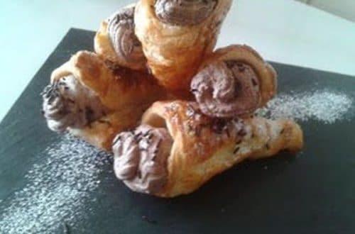 canutillos o conos de hojaldre rellenos de trufa de chocolate