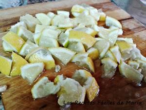 limón cortado para mojito casi tradicional
