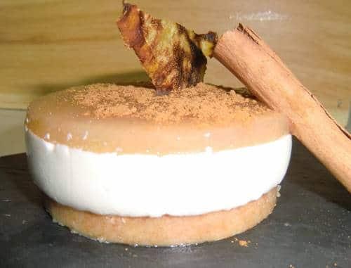 tarta mini de pera y queso con toque de canela y ron presentación