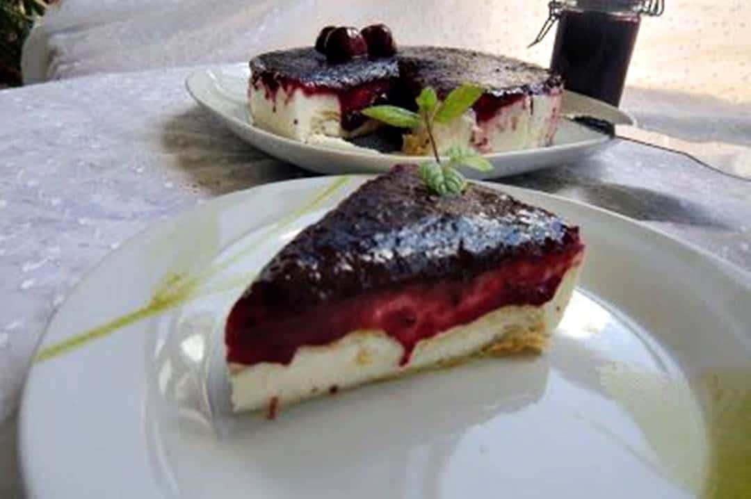 Tarta de Queso Mascarpone con Hojaldre y Mermelada Casera de Cerezas receta de postre