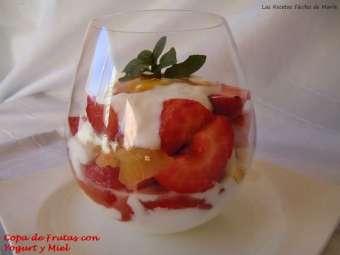 receta copa de frutas variadas con miel y yogourt