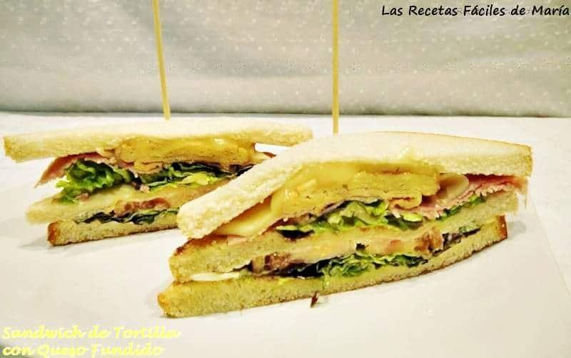 Sandwich de tortilla con jamón y queso fundido