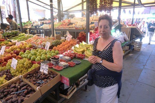 mercado frutas y verduras en Venecia