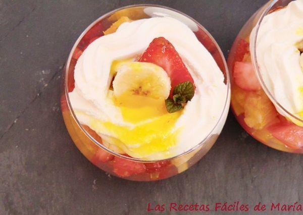 vasitos de fresas con queso y miel de naranja