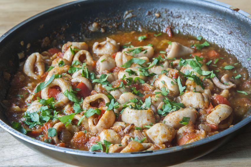 preparación de frita de calamar receta típica de Ibiza