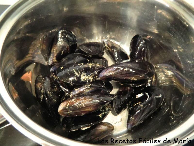 Suquet de rape y marisco mediterráneo clochinas o mejillones para suquet de rape y marisco