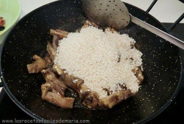 arroz-con-trompetas-de-la-muerte-rico-y-diferente-paso-a-paso-5