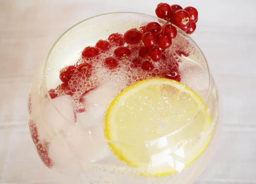 Cocktail Collins de Grosellas