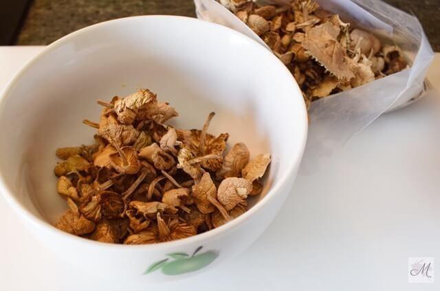 rebozuelos desecados o deshidratados utilizados en esta receta de Rebozuelos con Lámina Vegetal con Trufa