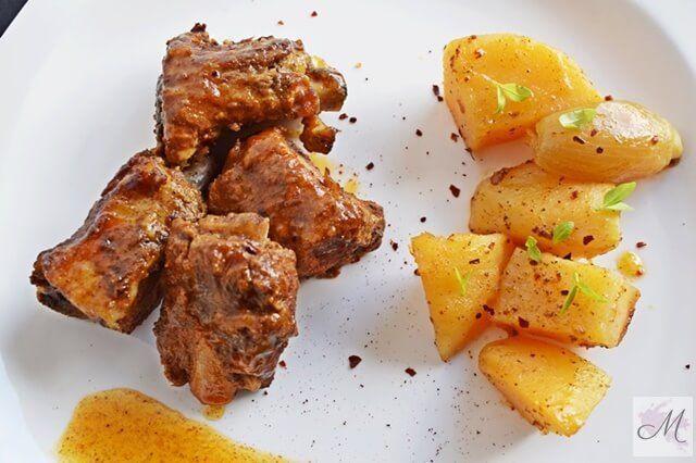 Costillas adobadas con patatas al horno en Crock-Pot presentación