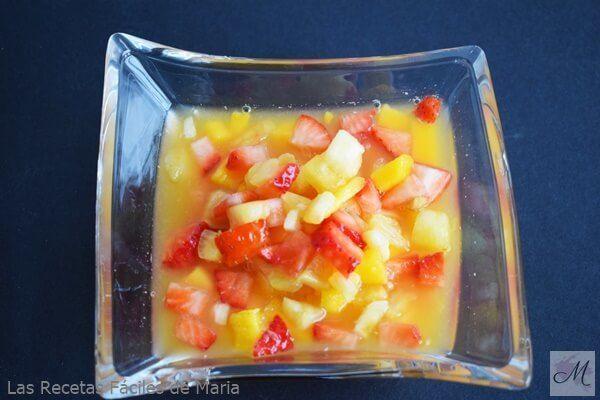 Cóctel de Frutas tropicales con naranja