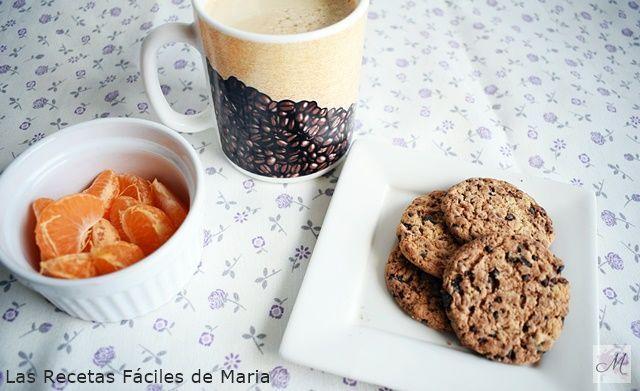 café con leche desnatada,acompañado de fruta a tu elección y unas Cookies con Pepitas de Chocolate