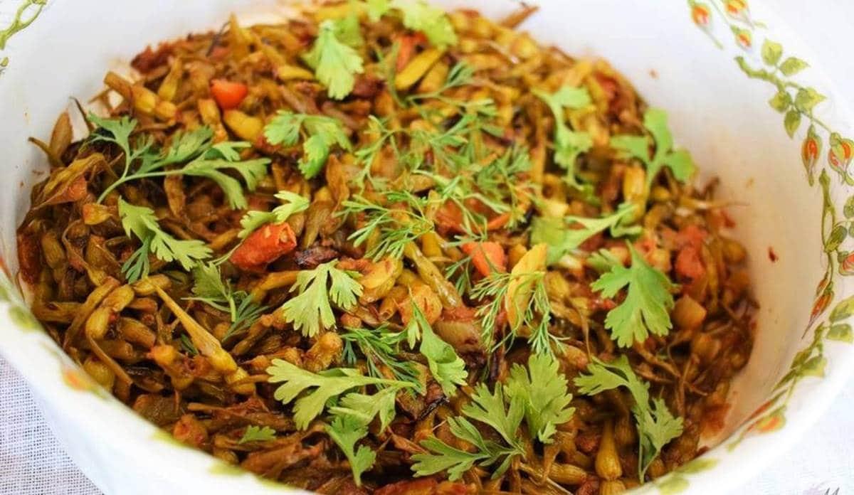 Receta de cocina Moongre Ki Sabzi (Vainas de Rábano) by Rashida
