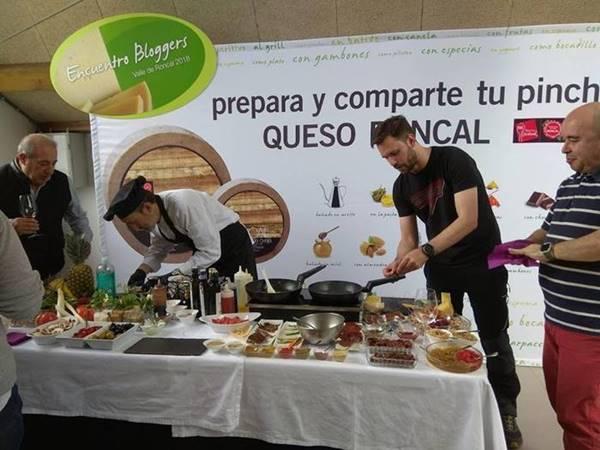 """""""Mise en place""""con todos los ingredientes, especias, aceites, verduras y frutas que puedas imaginar, todo de la mano deJuan Carlos Fernández#BloggersQuesoRoncal"""