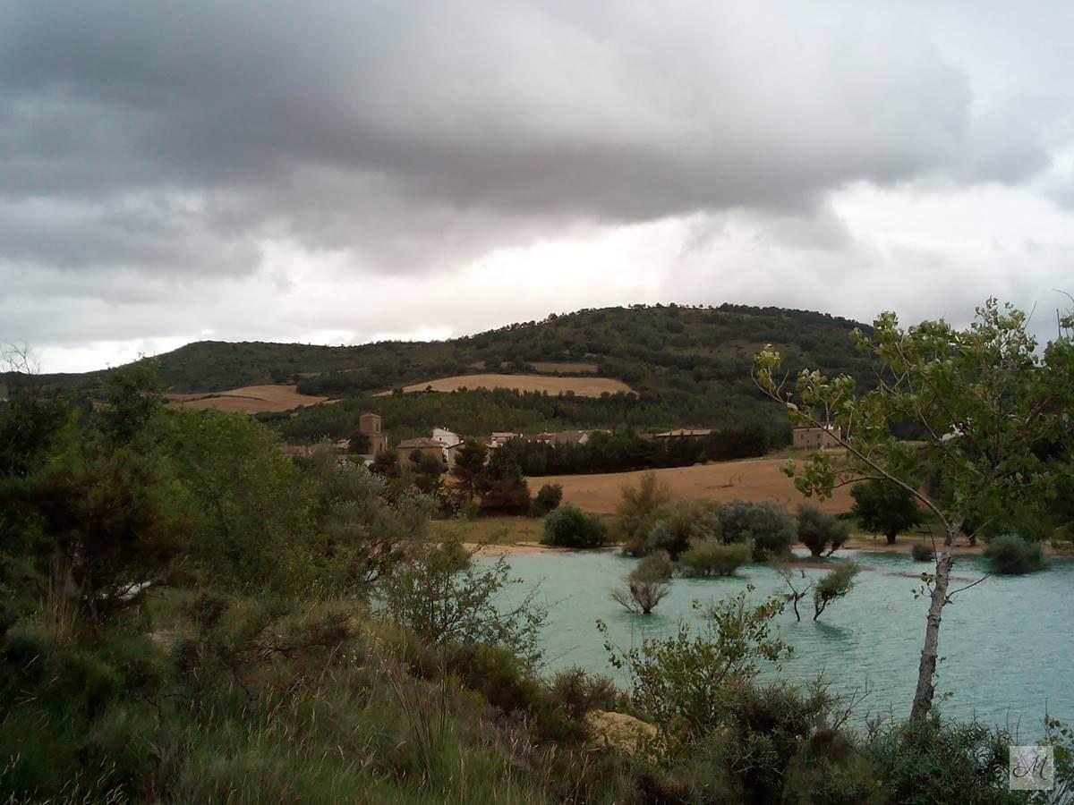 pasear bordeando el pantano o hacer un recorrido por los valles de Yerri y Guesálaz
