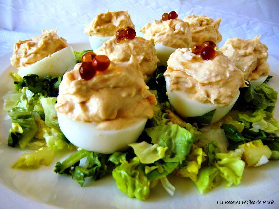 huevos rellenos con perlas de falso caviar de Vinagre Balsámico de Módena