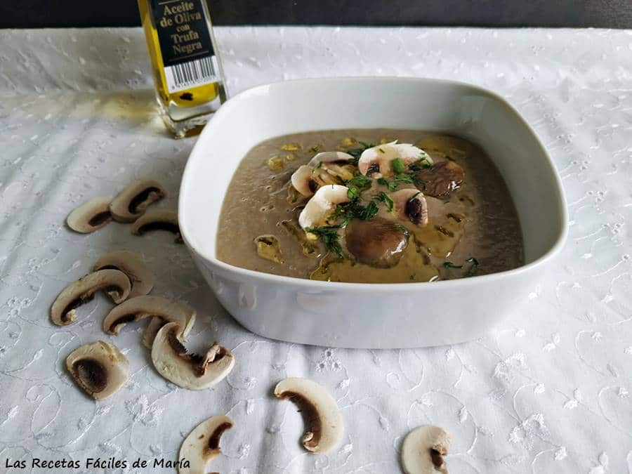 Crema de Champiñones setas con aceite trufado mushrooms truffled oil